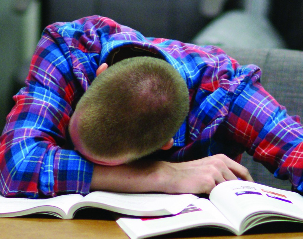 college sleep deprivation Many college-bound students start out with dreadful sleep habits that are likely to get worse once the rigorous demands of courses and competing social and athletic activities kick in.
